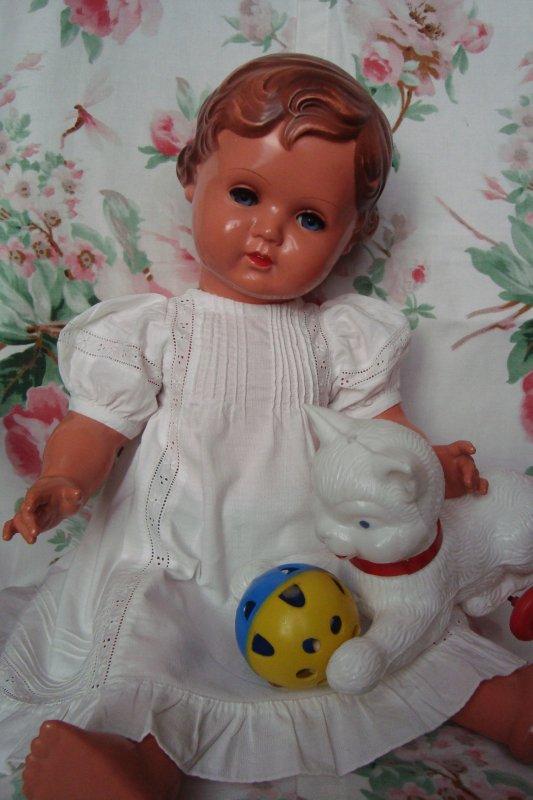 Une nouvelle robe et un jouet rigolo pour ma petite Erika...!