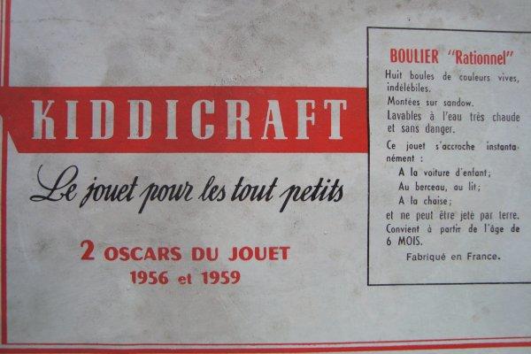 Petite trouvaille pour mes bébés : un boulier des années'50, dans sa boîte d'origine ... Il manque une boule , mais pas grave ..: J'irai en chiper une chez Isabelle ...:-)