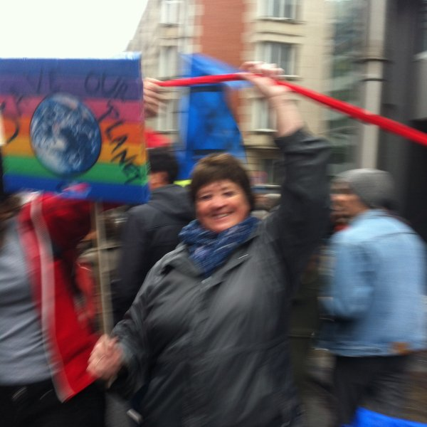 Fière d'avoir pu participer à cette formidable manifestation Climat à Bruxelles : 75 000 personnes à cet important rendez-vous ! extraordinaire mobilisation pour sensibiliser nos politiciens à l'urgence d'agir , .... Pour l'avenir de nos enfants ....!
