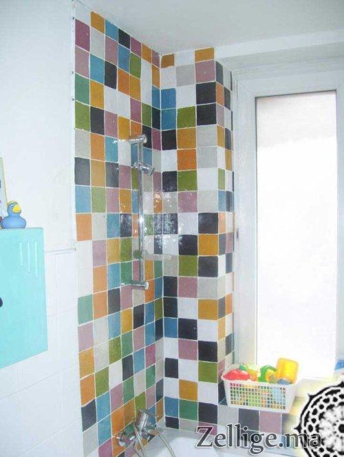rev tement murs salle de bain un magnifique m lange en zellige zellige marocain. Black Bedroom Furniture Sets. Home Design Ideas