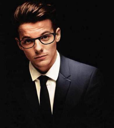 Même avec des lunettes il est sexy !