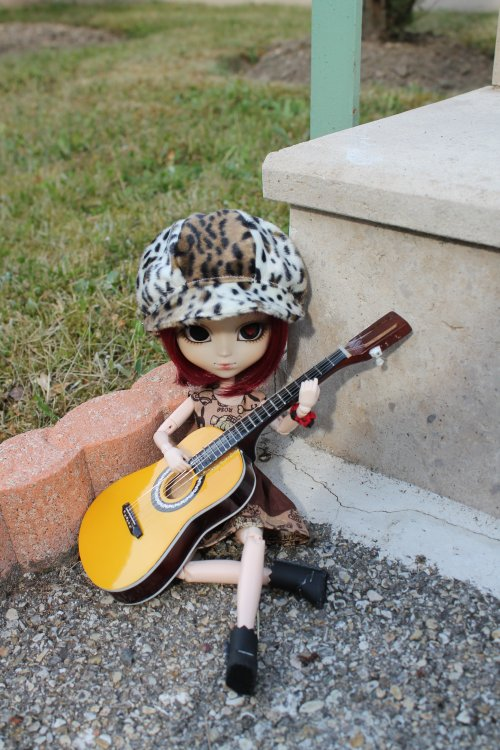 She play guitaaaaar!