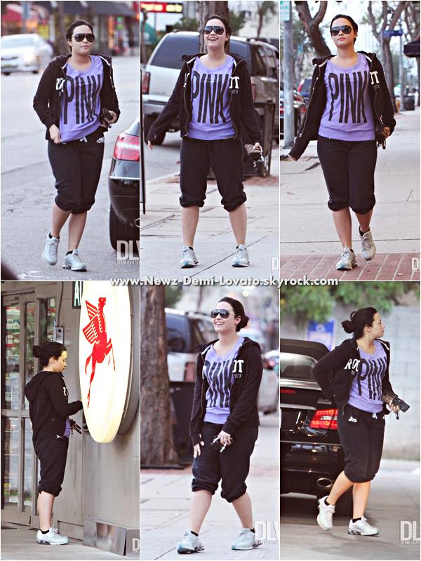 *  Demi a été vue lundi après-midi  allant à un guichet  à Los Angeles le 18/03.  *