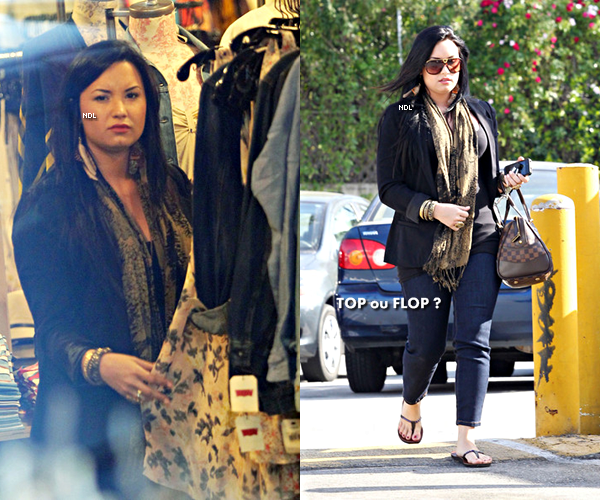* Demi a fait du shopping  chez «Urban Outfitters» à Los Angeles le  21/04.   *