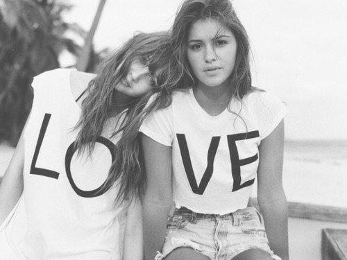 L'amitié est une vague qui vient et repars, mais jamais elle ne s'en va pour toujours ...
