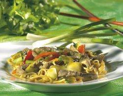 Nouilles aux légumes chinois et lanières de boeuf