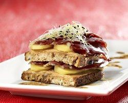 Tourelles de magret de canard et de toast aux fruits
