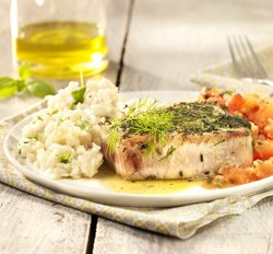 Steak de thon aux herbes, risotto et tomates ( Colruyt )