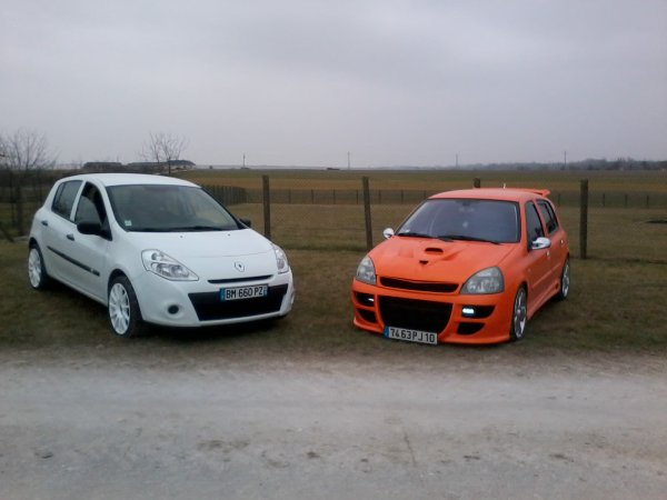 tite photo avec la clio3 a romain