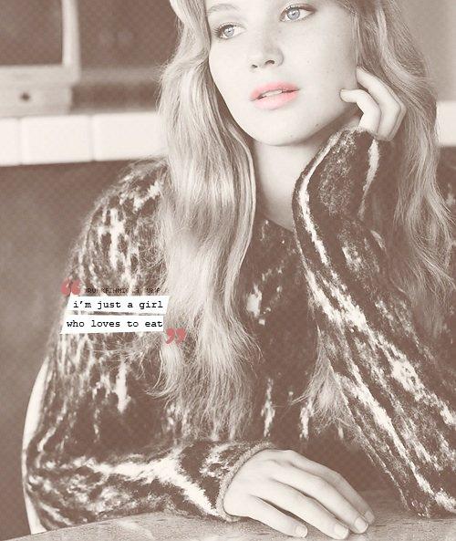 Ses yeux, ses yeux Rendent les étoiles éteintes en comparaison. Ses cheveux, ses cheveux Tombent parfaitement sans même qu'elle fasse un effort. Elle est tellement belle Et je lui dis tous les jours .