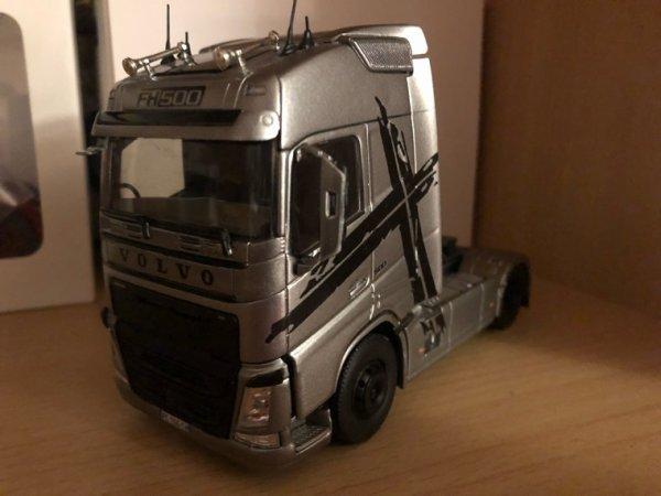 Volvo FH4 1/43. Modif Perso