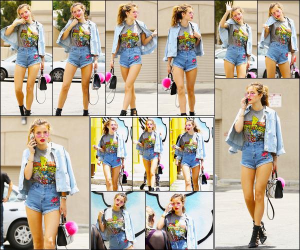 - ..15/06/16.. - La sublime Bella.T a été photographiée se baladant dans les rues ensoleillées de Los Angeles.Je suis très amoureux ce candid! C'est pour moi une des plus parfaites tenue que notre chère miss Thorne n'ai jamais porté, rien à redire, vraiment... -