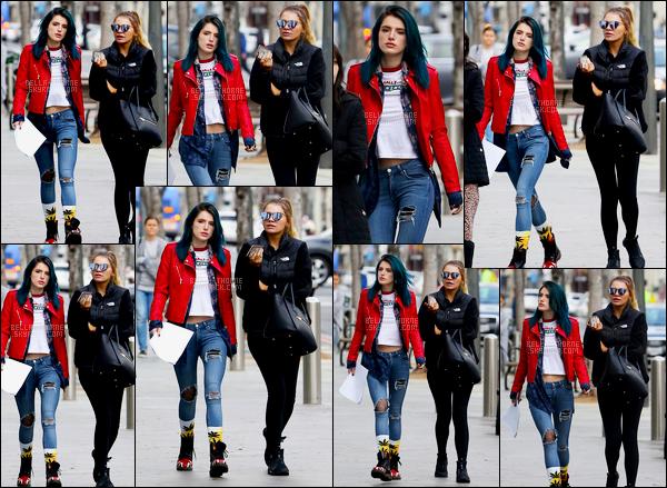 - 06/02/17 : Bella Thorne et une amie ont été photographiées se baladant dans les rues de Santa Monica.Enfin ! Il a fallu attendre de longs jours avant que la tenue que porte Bella.T fasse chavirer mon coeur ! Personnellement, j'adore ! • Top or Flop ? -