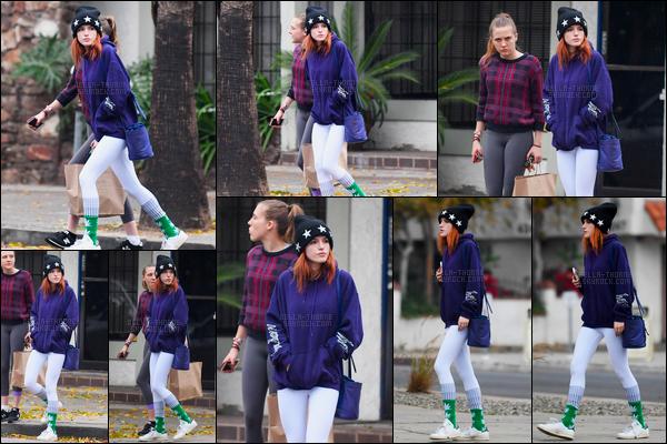 - 15/12/16 : B.Thorne a été aperçue avec une amie dans une rue du quartier de Studio City à Los Angeles.La jolie rousse sortait sans doute du restaurant situé derrière elle et son amie. Niveau tenue, c'est plutôt correct dans l'ensemble. • Top or Flop ? -