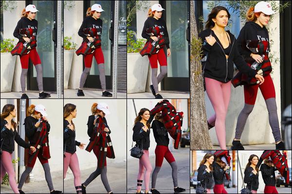 - 06/12/16 : Bella a été aperçue en compagnie d'une amie sortant de son cours de pilates à Los Angeles !Pour une tenue de sport, je trouve que celle de Bella est pas mal ! D'ailleurs, elle a profité de sa veste pour se jouer des pap'z. #lol • Top or Flop ? -