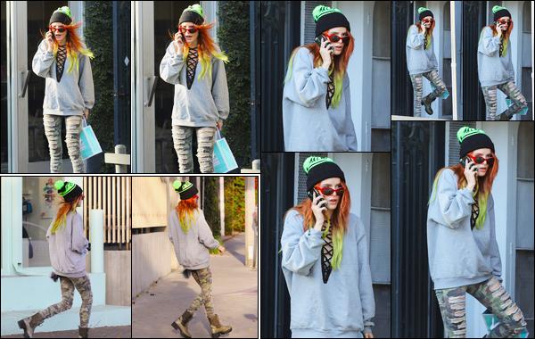 - 23/11/16 : Bella Thorne a été aperçue à la sortie de la boutique Kate Somerville de West Hollywood, CA.Cette boutique est une boutique spécialisée dans les soins de beauté, plutôt logique quand on connait la peau acnéique de Bella. • Top or Flop ? -