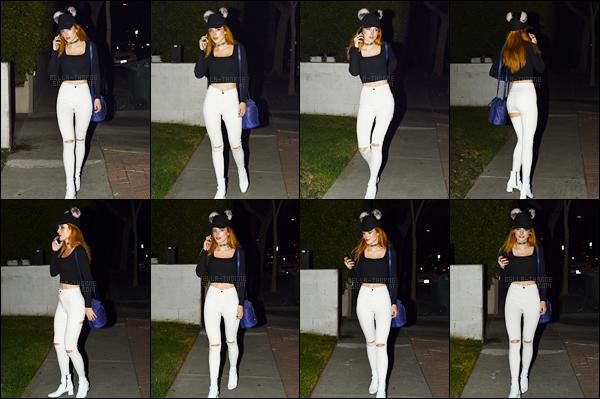 - 13/11/16 : La jolie miss Bella Thorne a été photographiée de nuit quittant le Urth Cafe dans Los Angeles.Je n'ai pas d'avis particulier concernant la tenue de Bella... Ce n'est pas une coup de coeur, mais ce n'est pas moche non plus... • Top or Flop ? -