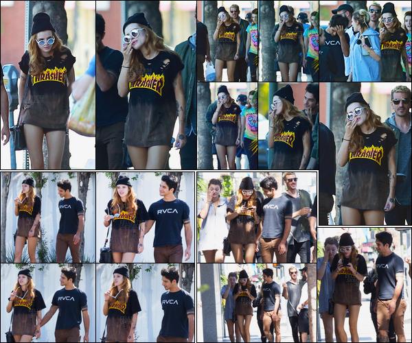 - 09/10/16 : Notre chère B.Thorne a été aperçue déambulant dans les rues plutôt chaude de Los Angeles !Parfois seule, parfois accompagné de son boyfriend Tyler, la belle s'est affiché avec une tenue plutôt estivale en ce mois d'octobre. • Top or Flop ? -
