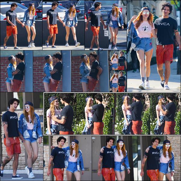 - 02/10/16 : Nos deux amoureux préférés ont été aperçues plutôt complices dans les rues de Los Angeles.En effet, Bella et Tyler se sont laissés aller à quelques élans d'affections sans retenu sous le soleil de Los Angeles, bref, l'amour... • Top or Flop ? -