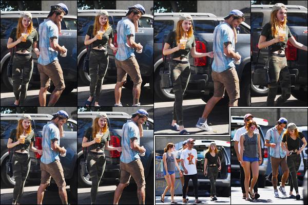- 28/09/16 : Miss Thorne a été vue bonne compagnie se baladant dans les rues de la ville de Los Angeles.La belle a, en effet, été aperçue avec son boyfriend Tyler, sa soeur Dani et le petit-ami de celle-ci. Coté tenue, c'est assez banal... • Top or Flop ? -
