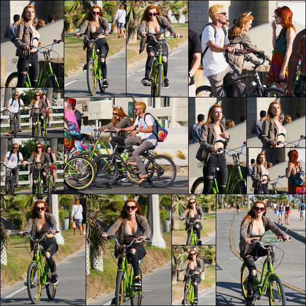 - 13/08/16 : Bella.T a été vue avec sa soeur et son beau-frère faisant une balade vélo dans Los Angeles !Sortie estivale pour notre chère Bella Thorne, qui, pour l'occasion, avait sorti son serre-tête oreilles de chat qu'on apprécie tant... • Top or Flop ? -