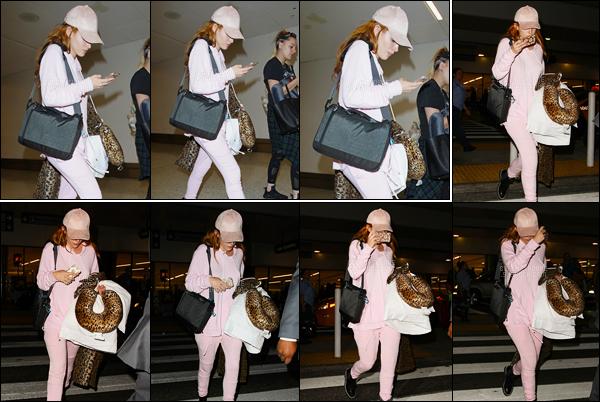 - 10/08/16 : De rose vêtue - Bella Thorne a été vue à Los Angeles quittant l'aéroport international «LAX».Notre actrice favorite revenait de la ville de Montreal, au Canada. Coté tenue, trop de rose tue le rose bref, je n'aime pas du tout. • Top or Flop ? -