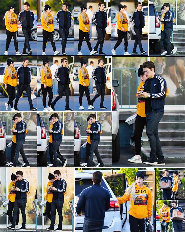 - 29/05/17 : Bella Thorne et Gregg Sulkin ont été vus marchant dans les rues du quartier de Studio City !Ce superbe candid est vraiment une très jolie surprise pour les fanatiques de leur ancien couple... Une flamme peut-elle renaître ? • Top or Flop ? -