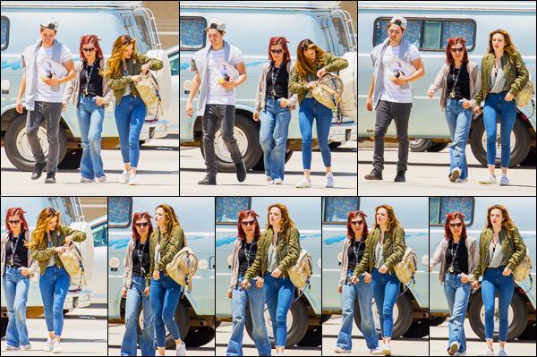 - -- 23.05.16 --''▬ Bella.T et Gregg Sulkin ont été vus allant faire du parachutisme dans une base aérienne de Los Angeles.A l'occasion de leur toute première année de relation, les deux amoureux ont voulu s'offrir un petit peu d'adrénaline en couple. C'est plutôt cool, non? -