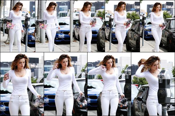 - ..17/05/16.. - Notre Bella.T chérie a été photographiée, toute seule, dans une rue de la ville de Los Angeles. Toute de blanc vêtue, notre jolie rousse a été prise en photo se la jouant l'Oréal en remuant ses cheveux. (oui, j'ai vraiment rien à dire sur cette news). -