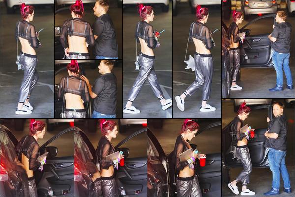 - ..28/06/17.. ─ Annabella A. Thorne a été photographiée, de nuit, sortant d'une voiture dans une rue de Los Angeles !Notre miss aux cheveux roses s'en aller rejoindre la demeure d'un/d'une de ses ami(e)s, dans une jolie tenue quoiqu'un peu banale... • Top or Flop ? -