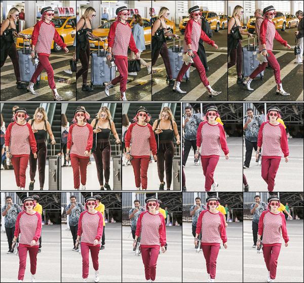 - ..07/07/17.. : Bella A. Thorne a été photographiée quittant l'aéroport international «JFK», situé à New-York City !Notre jolie actrice aux cheveux roses a donc quitté sa chère côte ouest afin de rejoindre l'autre bout du pays pour un court séjour de quelques jours... -