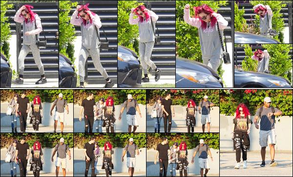 - ..14/07/17.. - Bella A. Thorne a été aperçue se rendant à son cours de pilates dans la ville de Los Angeles !Par la suite, la belle actrice mais aussi chanteuse a été photographiée se rendant à un studio d'enregistrement, avec quelques amis, toujours à LA ! -