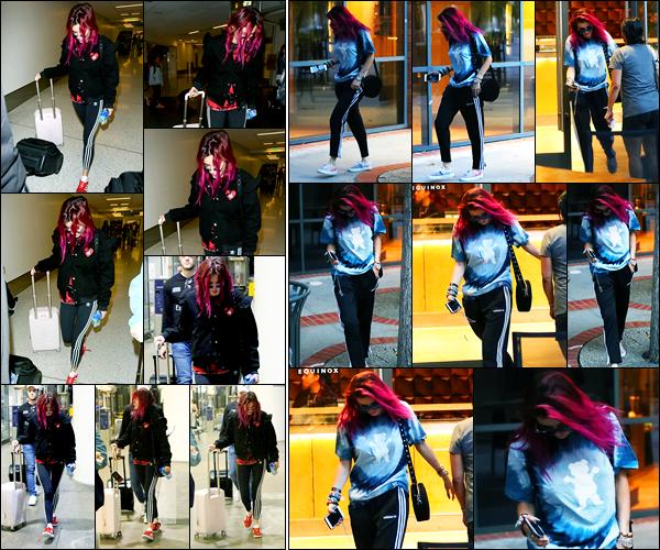 - ..22/08/17.. - Bella Thorne a été photographiée alors qu'elle arrivait à l'aéroport de LAX dans Los Angeles.Notre magnifique miss Thorne a ensuite été photographiée quittant la salle Equinox. Coté tenue, je ne suis pas du tout fan de sa tenue, c'est un flop !  -