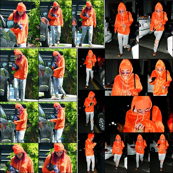 - ..25/08/17.. - Bella Thorne a été photographiée alors qu'elle quittait son domicile étant à Sherman Oaks !Notre magnifique miss Thorne quitter son domicile afin d'aller chez le coiffeur. Coté tenue, c'est pas du tout jolie, c'est donc un flop de ma part, vous ? -