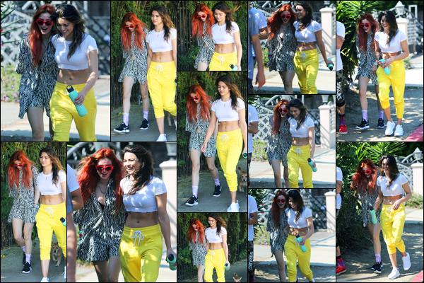 - ..01/10/17.. - Bella Thorne a été photographiée, alors, qu'elle se rendait au Fyman Canyon à Los Angeles !En ce premier jour d'Octobre, la magnifique actrice étai en compagnie de ses amies pour aller se balader. Concernant sa tenue,  beau top de ma part !  -