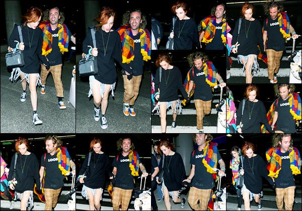 - ..27/10/17.. - Bella Thorne a été photographiée, alors, qu'elle arrivait à l'aéroport de LAX, à Los Angeles !Notre magnifique miss B. Thorne était en compagnie de son petit-ami en arrivant. Coté tenue, c'est très décontracté et je ne suis pas fan, c'est flop ! -