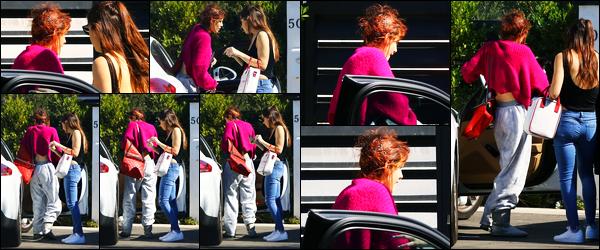 - - 17.02.18 -''▬ Bella Thorne a été photographiée, alors, qu'elle arrivait à son domicile se situant à Sherman Oaks !C'est dans une tenue très décontracté et les cheveux très mal coiffer que la belle Bella a été photographiée regagnant son domicile ! Sa tenue est flop. -