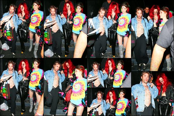 - - 19.02.18 -''▬ Bella Thorne a été photographiée, alors, qu'elle était avec son petit-ami et sa s½ur à Los Angeles !Avec les cheveux rouge flash, Bella ne peut pas passer inaperçue pour les paparazzis évidemment ! Vêtue d'une tenue sombre, Bella nous a fait un top. -
