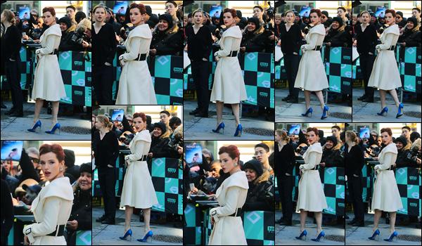 - - 22.03.2018 -''▬ Bella Thorne a été photographiée arrivant aux studios de « AOL Build Series », dans New-York !On ne l'arrête plus, en pleine promotion de son nouveau film, Bella Thorne enchaînent les interviews... Concernant sa tenue, c'est un, très beau, top ! -