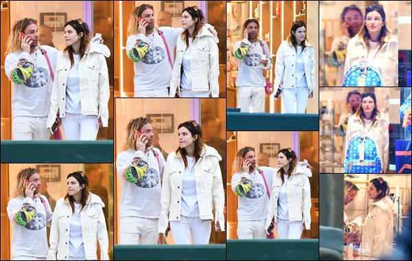 -11/03/2019- ─ Bella Thorne a été vue alors qu'elle faisait du shopping à « Rodeo Drive » dans la ville de Beverly Hills CA.C'est en compagnie de son petit-ami Mod Sun que l'actrice a été photographiée par les paparazzis. Je lui accorde un top pour sa tenue, qu'en penses-tu ?