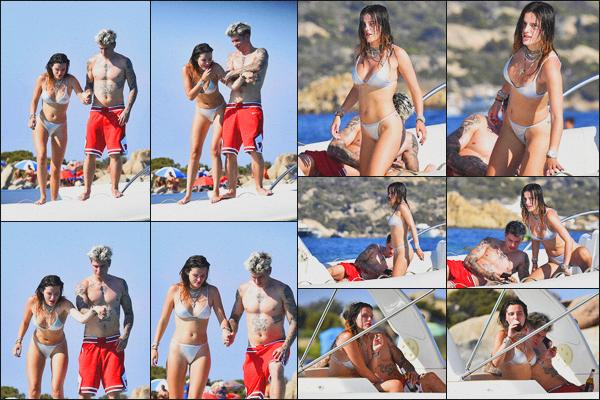 . 21.08.19 - Bella Thorne a été photographiée sur un bateau en compagnie de Benjamin situé en'' ▬ ''Sardaigne, Italie. Bella a donc prit quelques vacances et s'est rendue avec son chéri Benjamin en Sardaigne où ils profitent du soleil. Top le maillot argenté. .