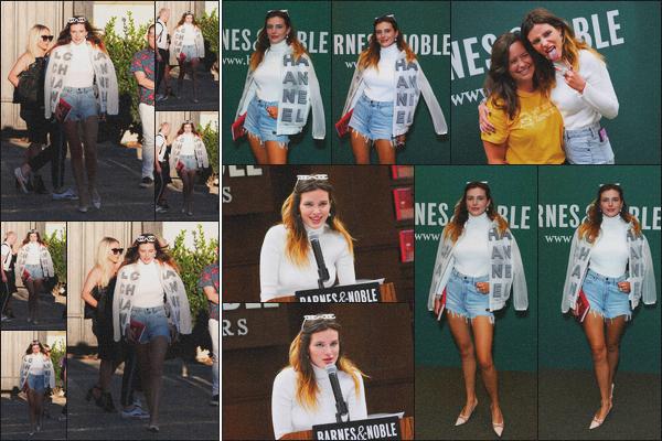 . 13.08.19 - Bella Thorne s'est rendue à une séance de dédicaces pour son nouveau livre dans'' ▬ ''Los Angeles, en CA. C'est dans le centre commercial The Grove que Belle s'est rendue pour une séance de dédicaces pour son nouveau livre. Elle était sublime .