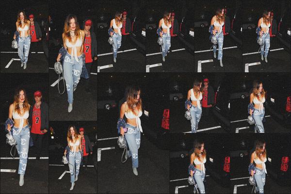 . 16.08.19 - Bella Thorne a été aperçue arrivant au restaurant « TAO » avec quelques amis dans'' ▬ ''Hollywood, en CA. La belle actrice a été vue se nuit rejoignant des amis, dans le restaurant de Hollywood.. Elle portait une superbe tenue, j'accorde un top ! .