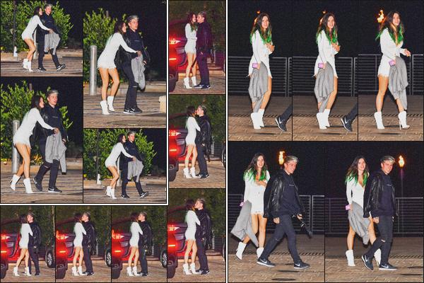 . 27.11.19 - Bella Thorne a été aperçue quittant le restaurant « Nobu » se situant dans la ville de'' ▬ ''Malibu, Californie. C'est avec son cher et tendre Benjamin que Bella a été aperçue quittant le restaurant Nobu, situé dans Malibu. Ils sont très proches, top ! .