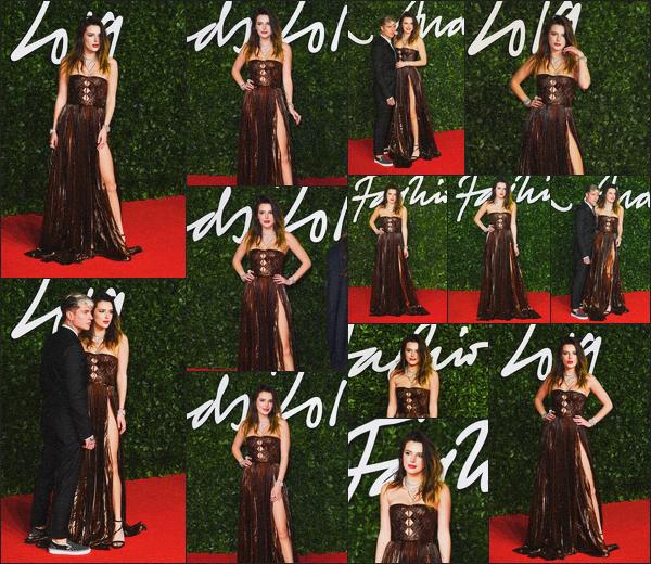 . 02.12.19 - Bella Thorne s'est rendue aux « British Fashion Awards » ayant lieu au Royal Albert Hall de'' ▬ ''Londres La belle Bella Thorne s'est rendue à Londres afin d'assistée à la cérémonie des Fashion Awards en compagnie de Benjamin. Très jolie robe .