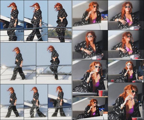 . ''•''11.03.21 :''_Bella Thorne a été aperçue avec des amis prenant du bon temps sur un yacht à'''▬'''Miami Beach, Floride. C'est avec quelques amis que Bella a été photographiée profitant du soleil de Floride sur un yacht. J'aime beaucoup la tenue de Bella, j'accorde un joli top .