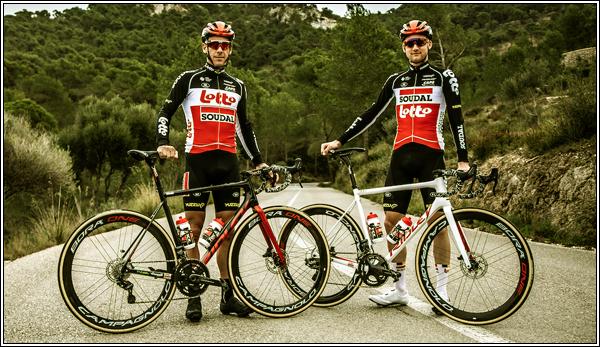 h ● Bienvenue sur CyclingWorld, un blog consacré au cyclisme professionnel. Je vous présente les deux cyclistes professionnels belges Philippe Glibert et Tim Wellens de l'équipe Lotto-Soudal. h