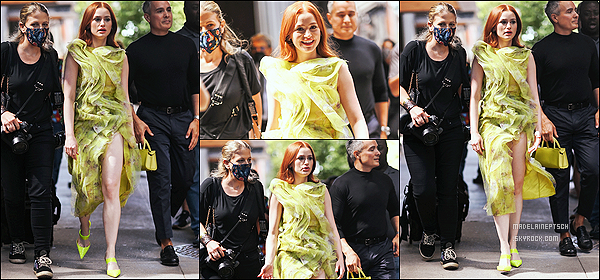 * '•-10/09/21 ─-' Madelaine Petsch a assisté cette fois-ci, au défilé de « Jason Wu » - lors de la Fashion Week de New York. Madelaine a également été vue lorsqu'elle quittait le défilé. Elle était vraiment magnifique. J'adore sa tenue et sa mise en beauté. Un Top. *