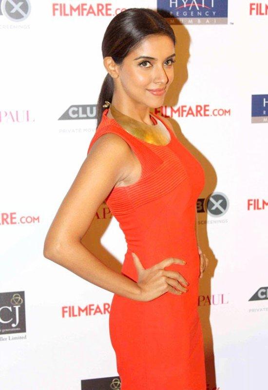 More pics Asin@ Filmfare Bash 2012. No Tags!!!