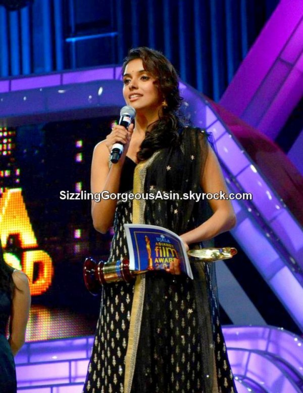 Exclusive beautiful pics of Asin @Asianet Film Awards 2012...